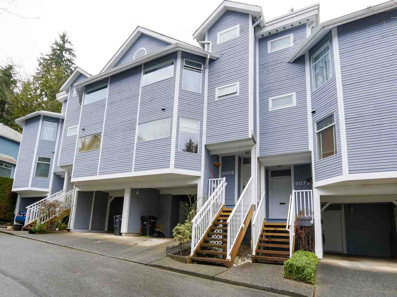 "Main Photo: 9069 MOORSIDE Place in Burnaby: Forest Hills BN Townhouse for sale in ""MOUNTAIN GATE"" (Burnaby North)  : MLS® # R2037541"