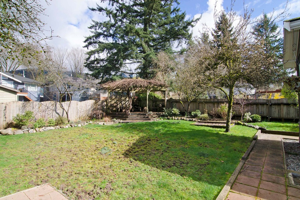 Photo 16: 370 W QUEENS Road in North Vancouver: Upper Lonsdale House for sale : MLS(r) # R2049324