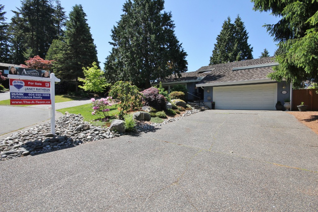 "Main Photo: 6709 TODD Place in Delta: Sunshine Hills Woods House for sale in ""Sunshine Hills"" (N. Delta)  : MLS® # R2067351"