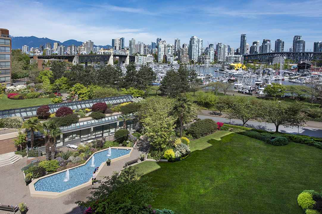 Main Photo: 407 1490 PENNYFARTHING Drive in Vancouver: False Creek Condo for sale (Vancouver West)  : MLS® # R2108765