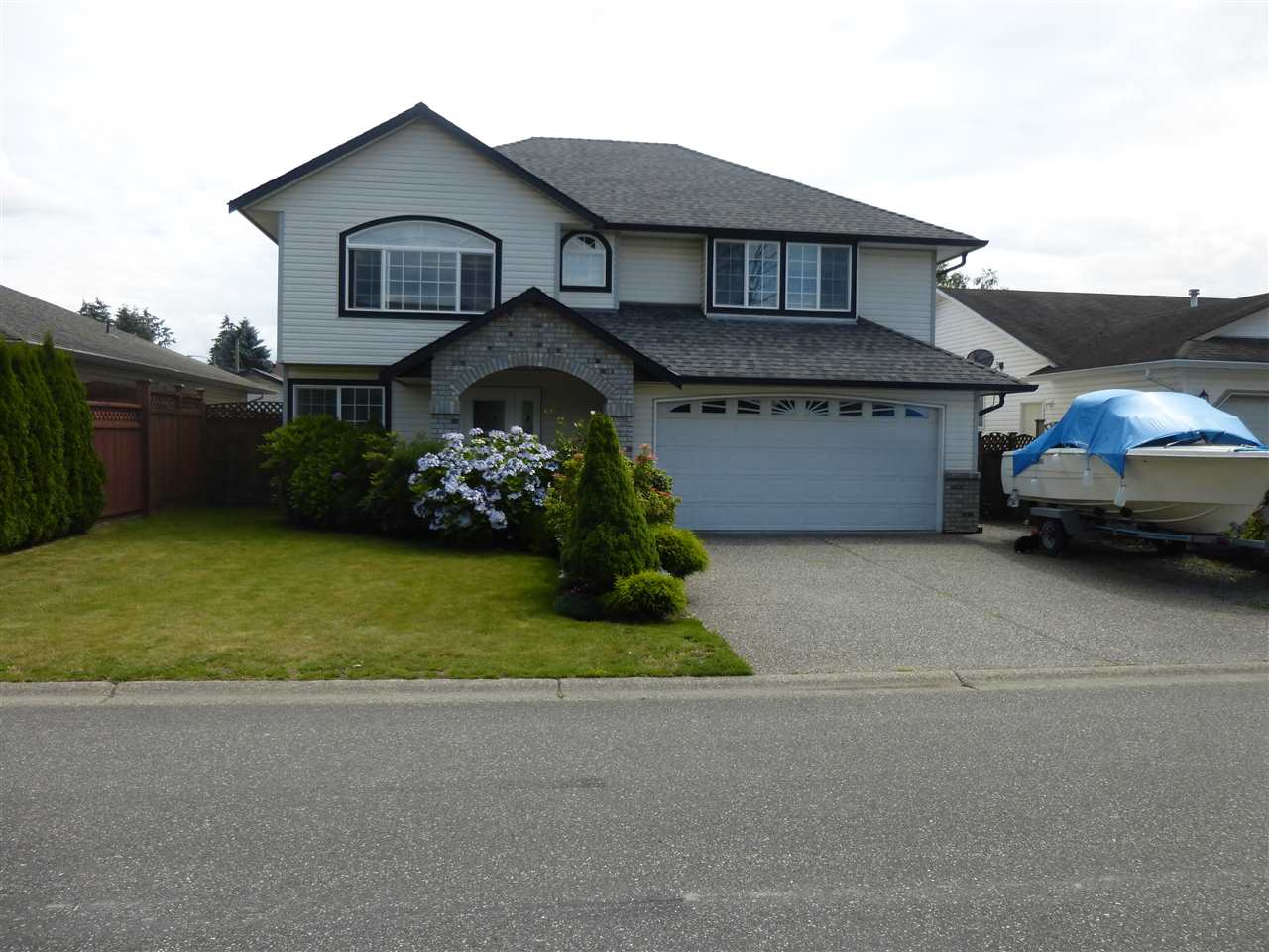 Main Photo: 6382 SELKIRK Street in Sardis: Sardis West Vedder Rd House for sale : MLS®# R2123260