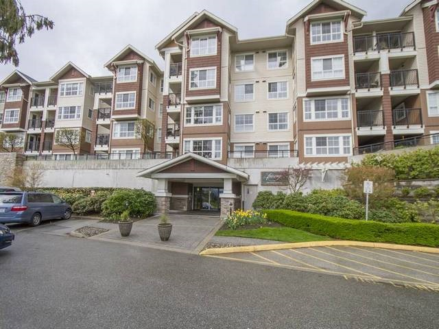"Main Photo: 107 19677 MEADOW GARDENS Way in Pitt Meadows: North Meadows PI Condo for sale in ""THE FAIRWAYS"" : MLS(r) # R2156558"