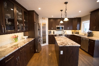 Main Photo: 211 HILLCREST Court: Sherwood Park House for sale : MLS(r) # E4061113