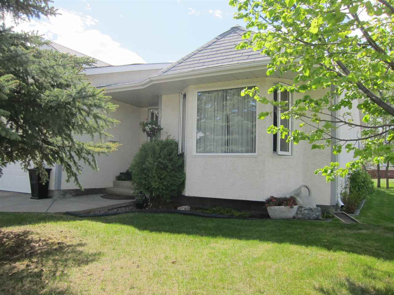 Main Photo: 5971 189 Street in Edmonton: Zone 20 House Half Duplex for sale : MLS® # E4066260