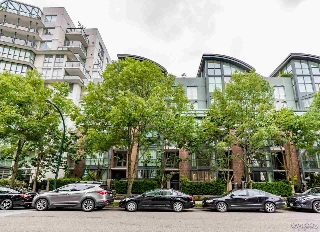 "Main Photo: 1413 W 6TH Avenue in Vancouver: False Creek Townhouse for sale in ""MODENA OF PORTICO"" (Vancouver West)  : MLS(r) # R2177928"