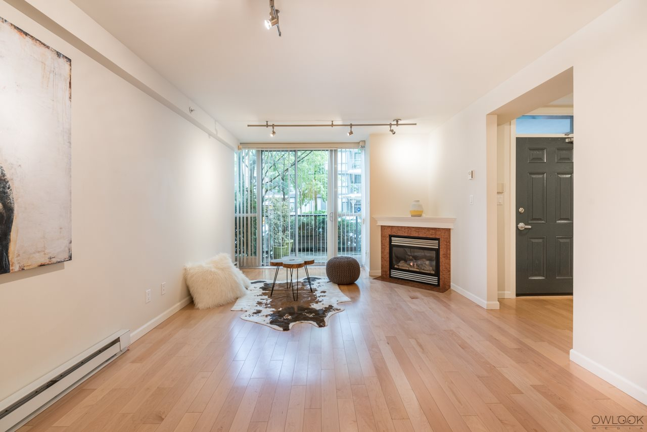 "Photo 4: 1413 W 6TH Avenue in Vancouver: False Creek Townhouse for sale in ""MODENA OF PORTICO"" (Vancouver West)  : MLS(r) # R2177928"
