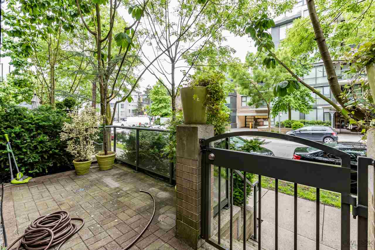 "Photo 12: 1413 W 6TH Avenue in Vancouver: False Creek Townhouse for sale in ""MODENA OF PORTICO"" (Vancouver West)  : MLS(r) # R2177928"