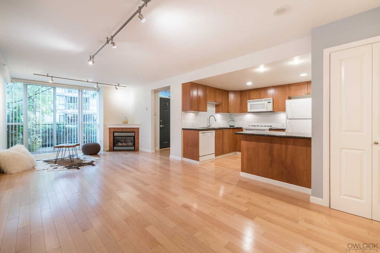 "Photo 2: 1413 W 6TH Avenue in Vancouver: False Creek Townhouse for sale in ""MODENA OF PORTICO"" (Vancouver West)  : MLS(r) # R2177928"