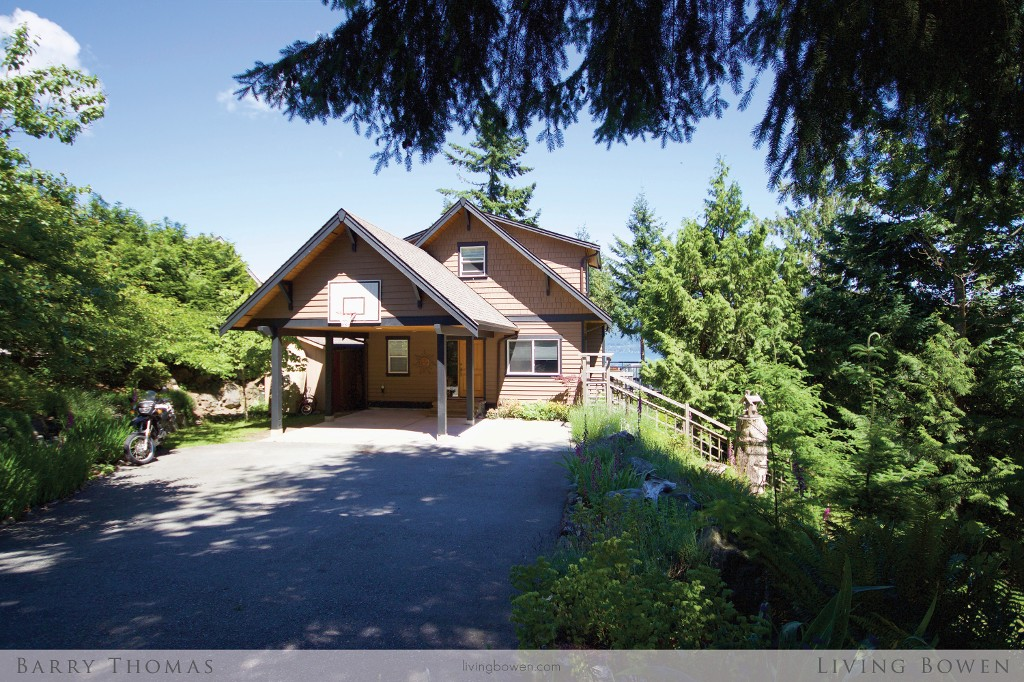 Main Photo: 971 Village Drive in Bowen Island: Cates Hill House for sale : MLS®# R2180571