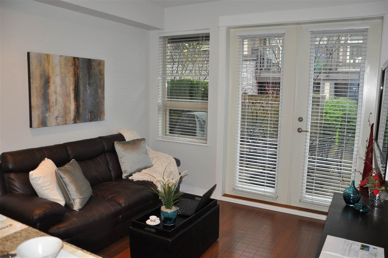 Photo 5: Photos: 320 E 14TH Street in North Vancouver: Central Lonsdale Townhouse for sale : MLS® # R2204475