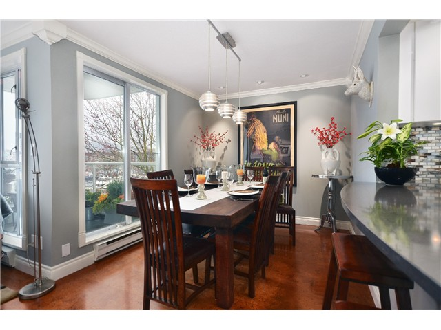 Photo 4: 307 1502 Island Park Walk in Vancouver: False Creek Condo for sale (Vancouver West)  : MLS® # v997121