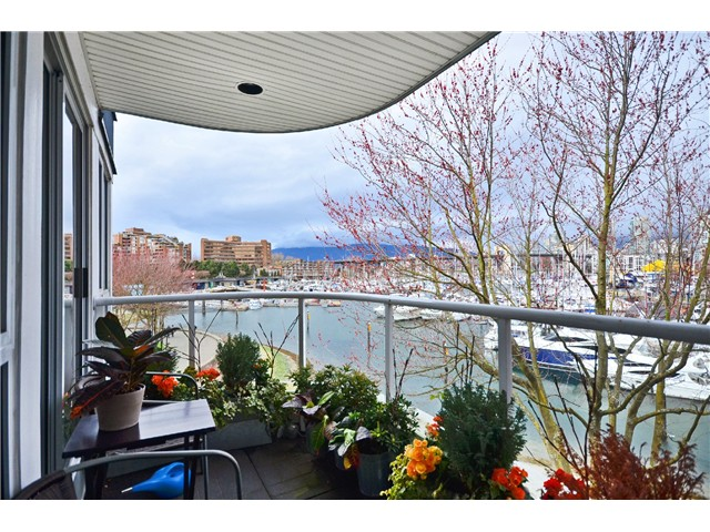Photo 7: 307 1502 Island Park Walk in Vancouver: False Creek Condo for sale (Vancouver West)  : MLS® # v997121
