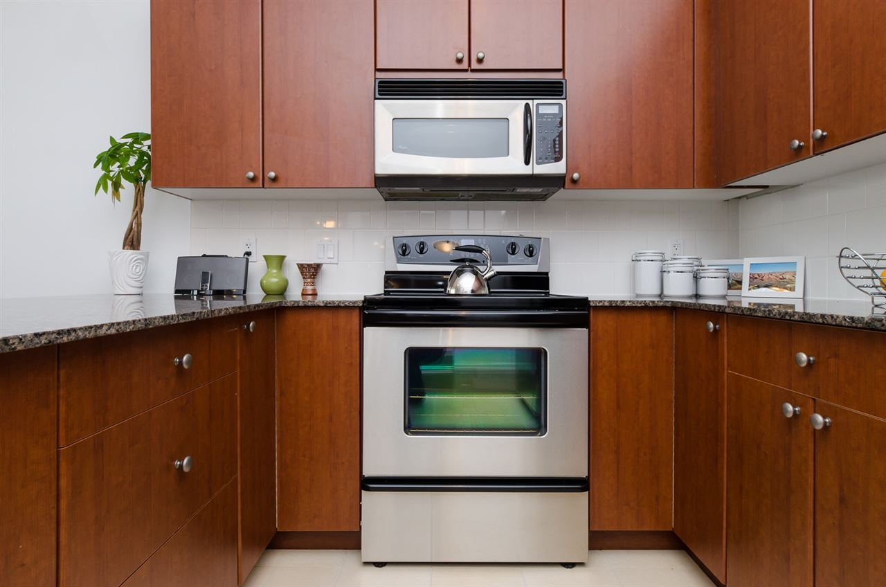 "Photo 10: 102 610 VICTORIA Street in NEW WEST: Downtown NW Condo for sale in ""THE POINT"" (New Westminster)  : MLS(r) # R2003966"