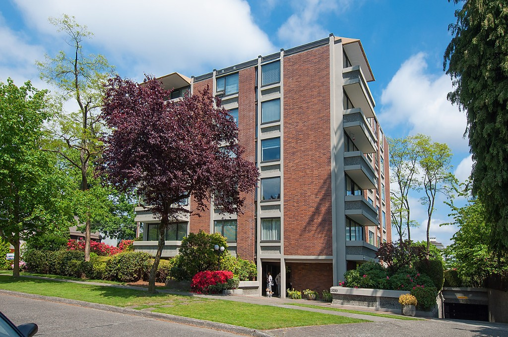 "Main Photo: 104 5350 BALSAM Street in Vancouver: Kerrisdale Condo for sale in ""BALSAM HOUSE"" (Vancouver West)  : MLS® # R2149238"