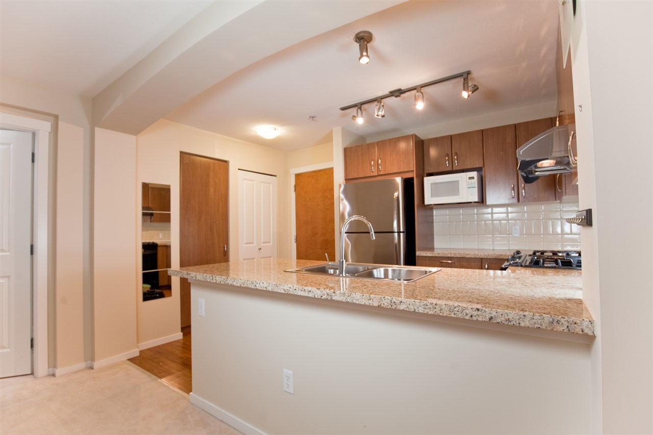 "Photo 3: 305 1330 GENEST Way in Coquitlam: Westwood Plateau Condo for sale in ""THE LATNERNS"" : MLS® # R2156397"
