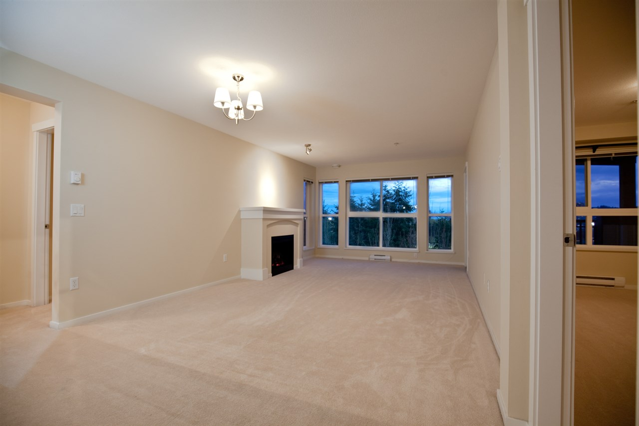 "Photo 4: 305 1330 GENEST Way in Coquitlam: Westwood Plateau Condo for sale in ""THE LATNERNS"" : MLS® # R2156397"