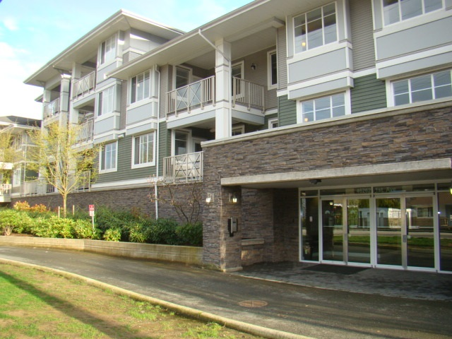 "Main Photo: 208 46262 FIRST Avenue in Chilliwack: Chilliwack E Young-Yale Condo for sale in ""THE SUMMIT"" : MLS(r) # R2162441"