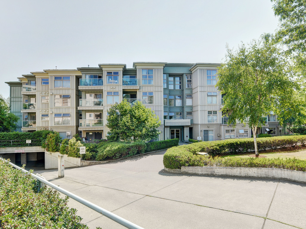 Main Photo: 107 535 Manchester Road in VICTORIA: Vi Burnside Condo Apartment for sale (Victoria)  : MLS® # 377719