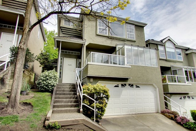 "Main Photo: 8458 QUAYSIDE Court in Vancouver: Fraserview VE Townhouse for sale in ""Riverside Quay"" (Vancouver East)  : MLS(r) # R2170519"