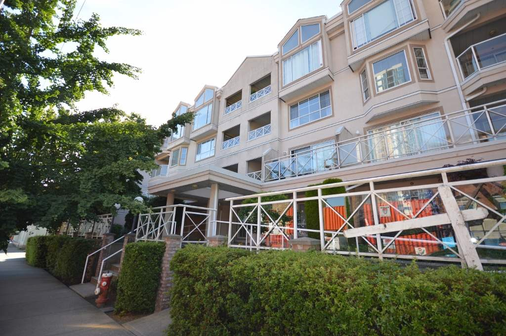 Main Photo: 304 525 AGNES STREET in New Westminster: Downtown NW Condo for sale : MLS® # R2182720