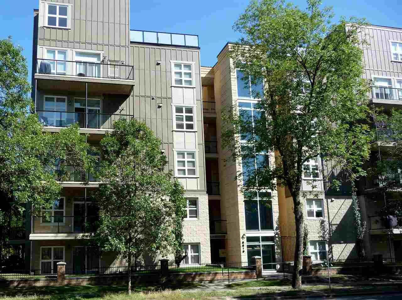 Main Photo:  in Edmonton: Zone 15 Condo for sale : MLS® # E4078851