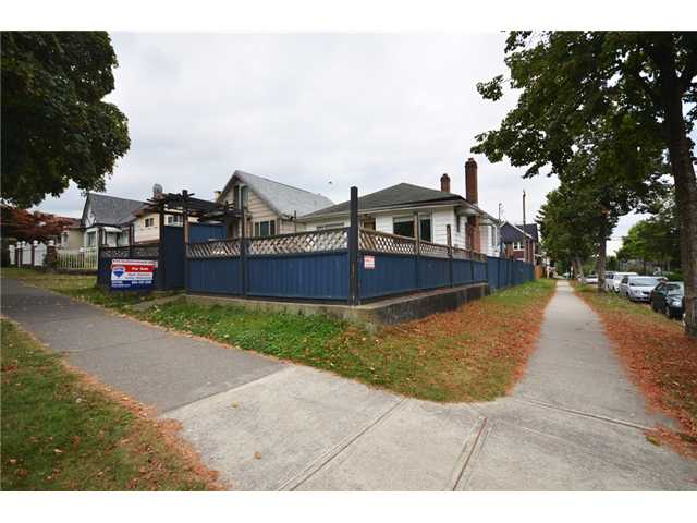 "Photo 8: 2004 E 8TH Avenue in Vancouver: Grandview VE House for sale in ""COMMERCIAL DRIVE"" (Vancouver East)  : MLS(r) # V910126"