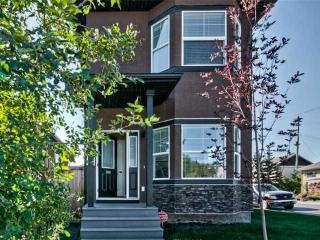 Main Photo: 1001 8 Avenue NE in CALGARY: Renfrew_Regal Terrace House for sale (Calgary)  : MLS(r) # C3635448