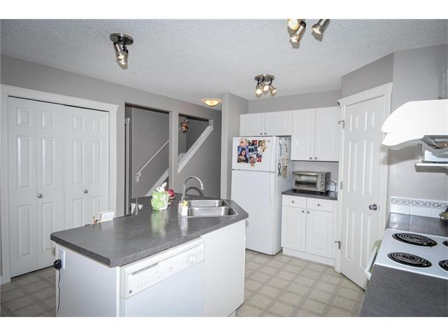 Photo 10: 92 TARINGTON Way NE in Calgary: Taradale House for sale : MLS® # C4028277