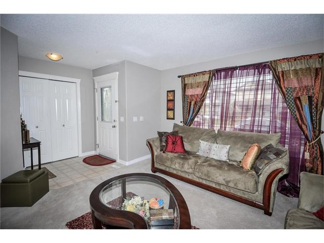 Photo 6: 92 TARINGTON Way NE in Calgary: Taradale House for sale : MLS® # C4028277