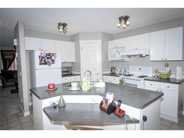 Photo 9: 92 TARINGTON Way NE in Calgary: Taradale House for sale : MLS® # C4028277