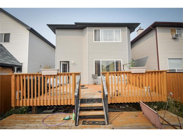Photo 3: 92 TARINGTON Way NE in Calgary: Taradale House for sale : MLS® # C4028277