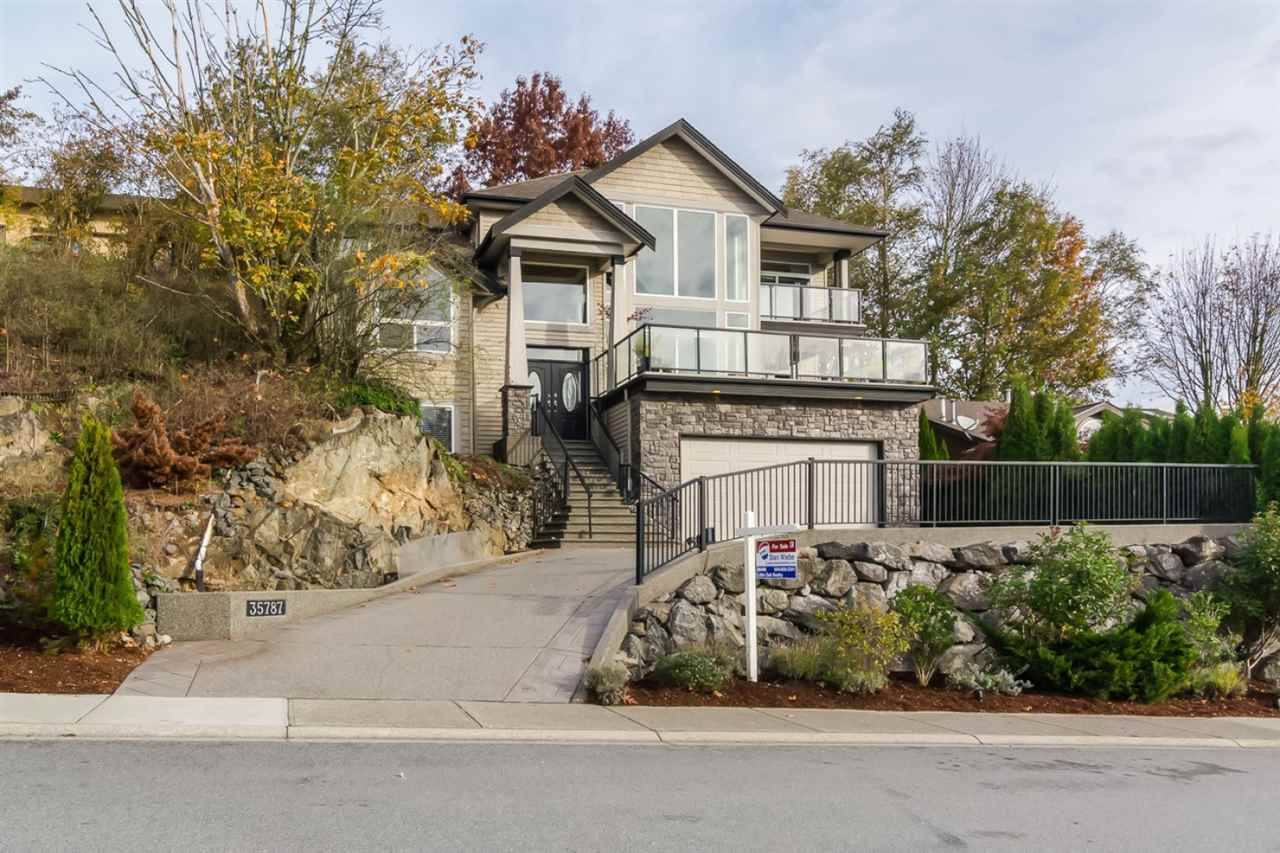 "Main Photo: 35787 SUNRIDGE Place in Abbotsford: Abbotsford East House for sale in ""Sunridge/Mountain Village"" : MLS® # R2008509"