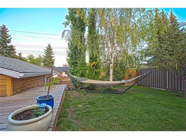 Photo 35: 20 SACKVILLE Drive SW in Calgary: Southwood House for sale : MLS® # C4040691