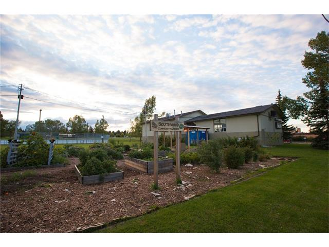 Photo 38: 20 SACKVILLE Drive SW in Calgary: Southwood House for sale : MLS® # C4040691
