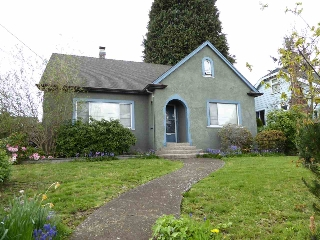 Main Photo: 1427 HAMILTON Street in New Westminster: West End NW House for sale : MLS® # R2059247