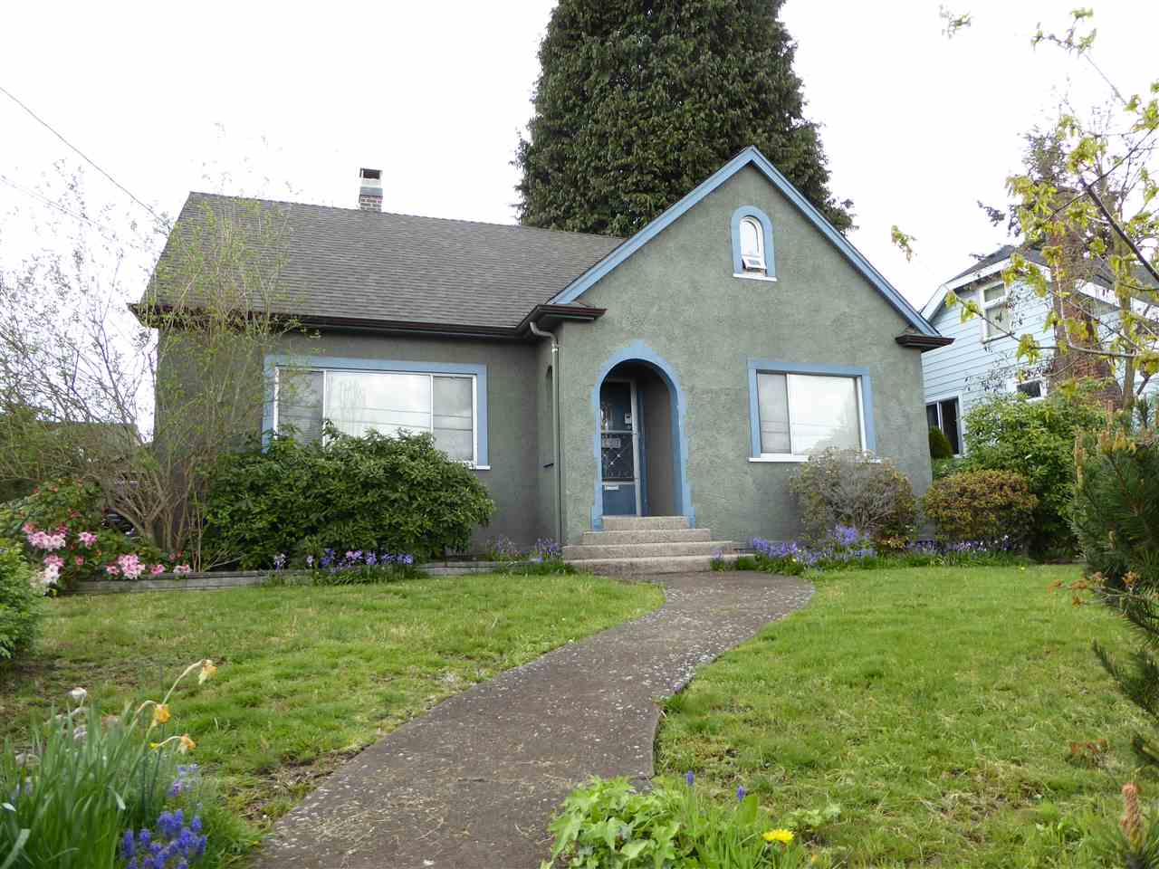 Main Photo: 1427 HAMILTON Street in New Westminster: West End NW House for sale : MLS(r) # R2059247