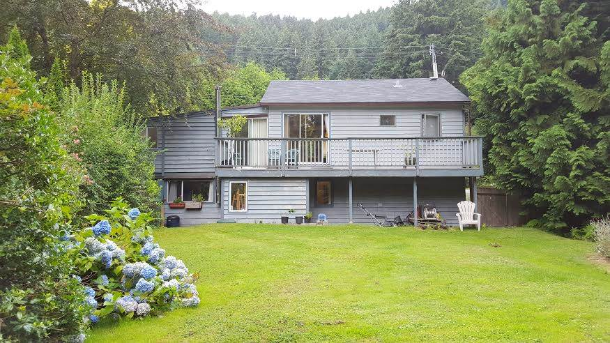 Main Photo: 1317 EAGLECLIFF Road: Bowen Island House for sale : MLS® # R2093088