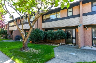 "Main Photo: 53 10071 SWINTON Crescent in Richmond: McNair Townhouse for sale in ""Edgemere Gardens"" : MLS® # R2107814"