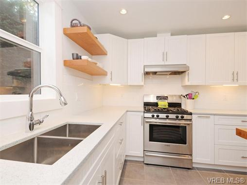 Photo 5: 1315 McNair Street in VICTORIA: Vi Oaklands Single Family Detached for sale (Victoria)  : MLS(r) # 370587