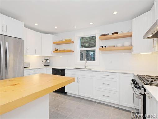 Photo 6: 1315 McNair Street in VICTORIA: Vi Oaklands Single Family Detached for sale (Victoria)  : MLS(r) # 370587