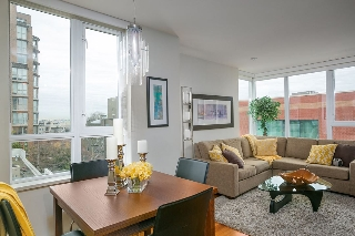 "Main Photo: 401 2483 SPRUCE Street in Vancouver: Fairview VW Condo for sale in ""Skyline"" (Vancouver West)  : MLS® # R2131999"