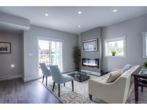 Main Photo: 124 2737 Jacklin Road in VICTORIA: La Langford Proper Townhouse for sale (Langford)  : MLS® # 373350