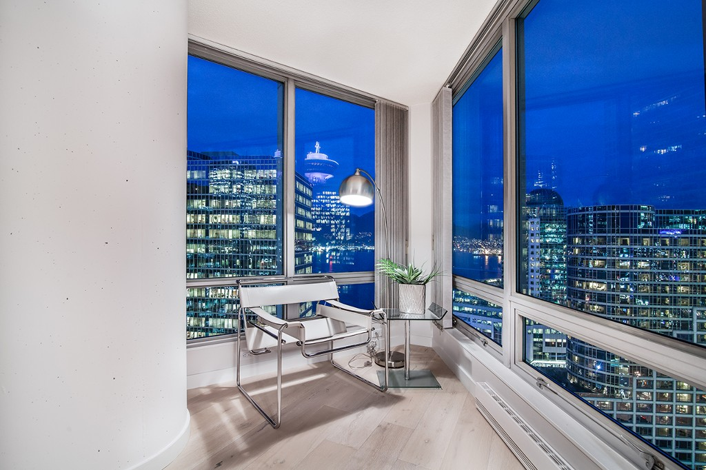 "Main Photo: 1901 837 W HASTINGS Street in Vancouver: Downtown VW Condo for sale in ""TERMINAL CITY CLUB"" (Vancouver West)  : MLS® # R2134243"