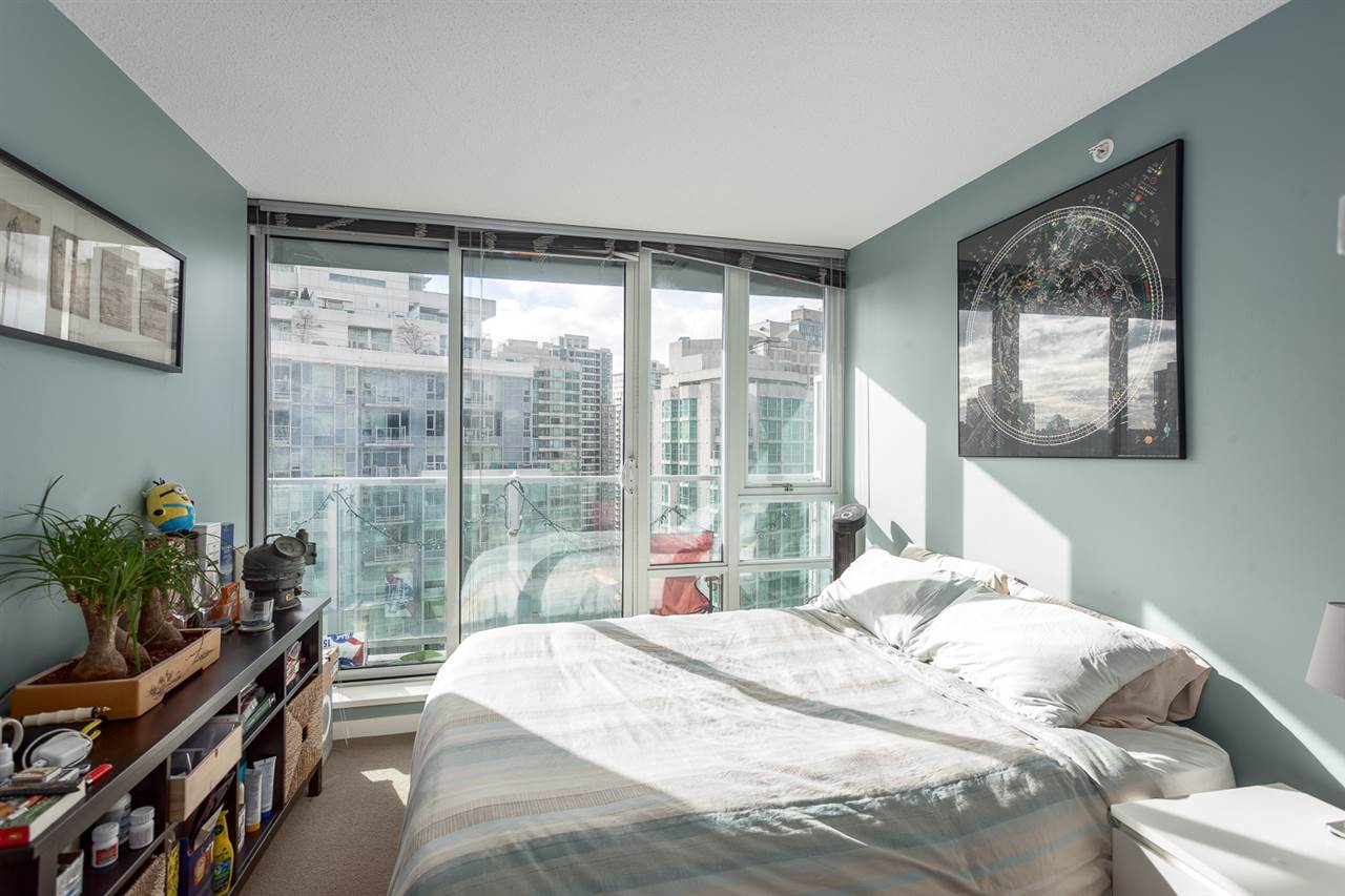"Photo 10: 2207 233 ROBSON Street in Vancouver: Downtown VW Condo for sale in ""TV TOWER 2"" (Vancouver West)  : MLS® # R2139702"