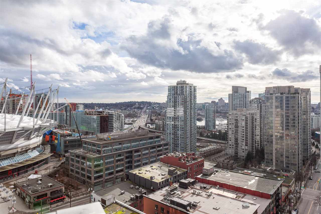 "Photo 14: 2207 233 ROBSON Street in Vancouver: Downtown VW Condo for sale in ""TV TOWER 2"" (Vancouver West)  : MLS® # R2139702"