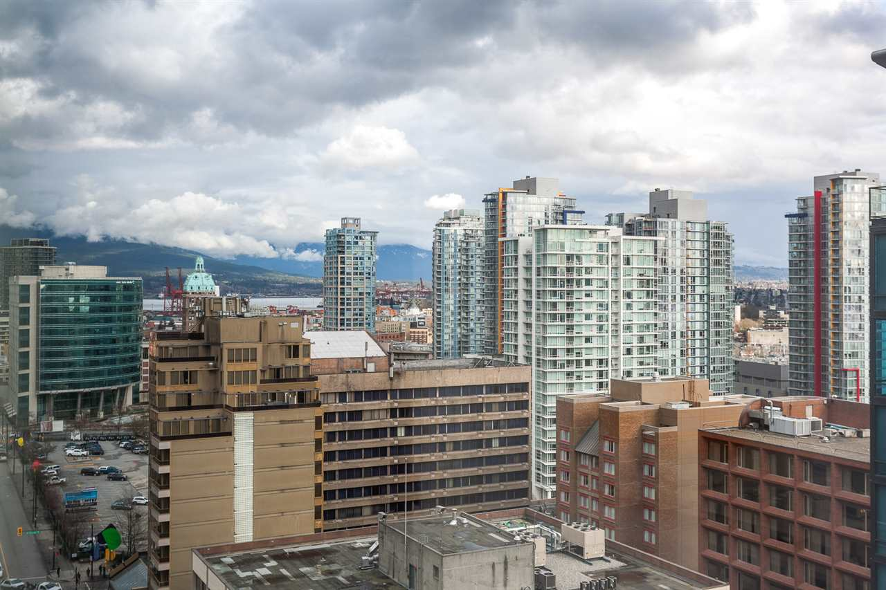 "Photo 16: 2207 233 ROBSON Street in Vancouver: Downtown VW Condo for sale in ""TV TOWER 2"" (Vancouver West)  : MLS® # R2139702"