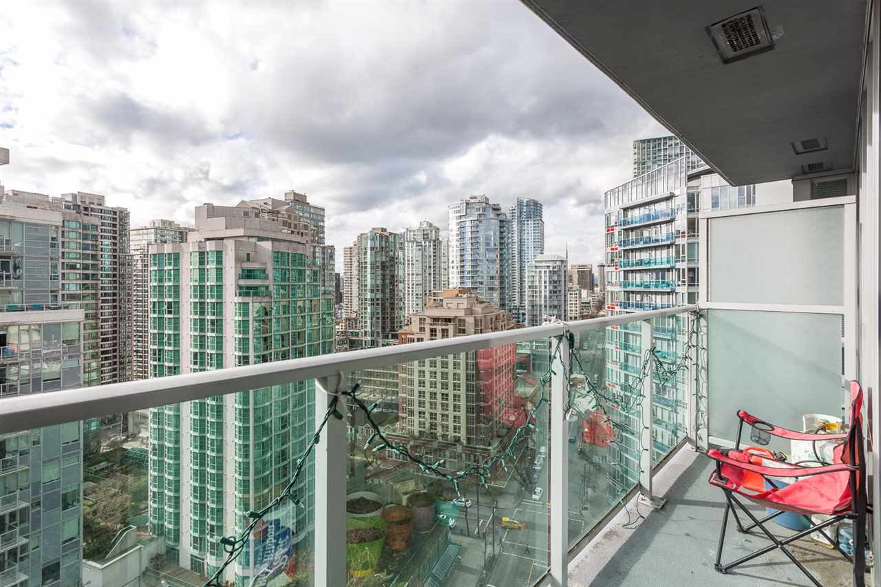 "Photo 13: 2207 233 ROBSON Street in Vancouver: Downtown VW Condo for sale in ""TV TOWER 2"" (Vancouver West)  : MLS® # R2139702"