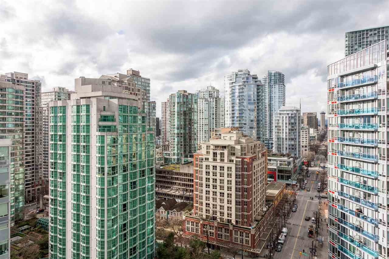 "Photo 15: 2207 233 ROBSON Street in Vancouver: Downtown VW Condo for sale in ""TV TOWER 2"" (Vancouver West)  : MLS® # R2139702"