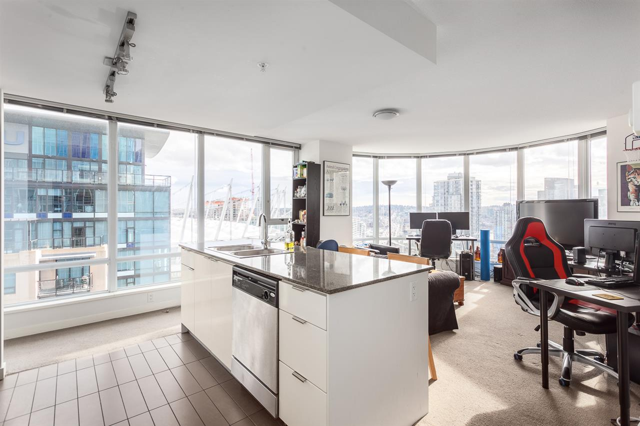 "Photo 2: 2207 233 ROBSON Street in Vancouver: Downtown VW Condo for sale in ""TV TOWER 2"" (Vancouver West)  : MLS® # R2139702"