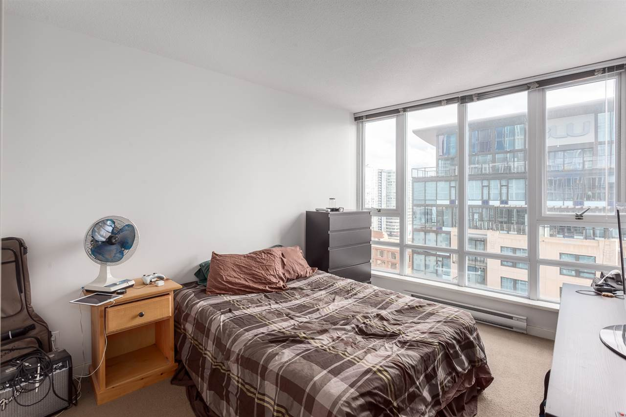 "Photo 7: 2207 233 ROBSON Street in Vancouver: Downtown VW Condo for sale in ""TV TOWER 2"" (Vancouver West)  : MLS(r) # R2139702"